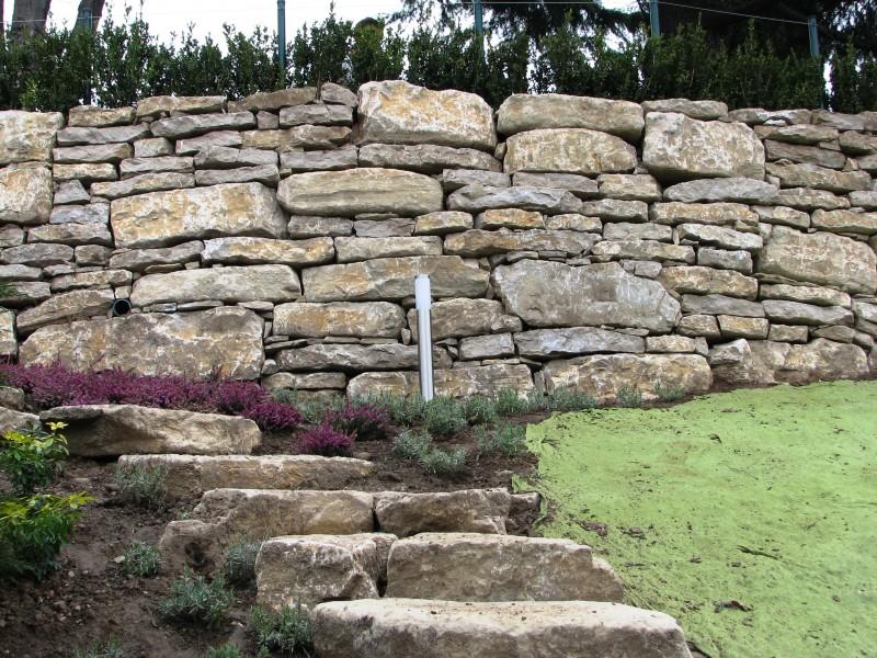 I nostri lavori per muri di contenimento e sostegno - Muretti in pietra giardino ...