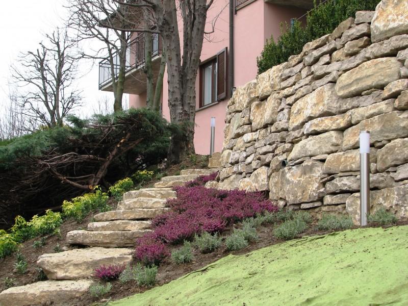 I nostri lavori per muri di contenimento e sostegno - Camminamento pietra giardino ...