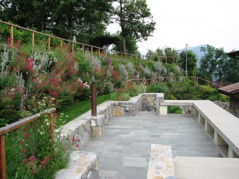 I nostri lavori per terre rinforzate terre armate muri for Bordure giardino sempreverdi