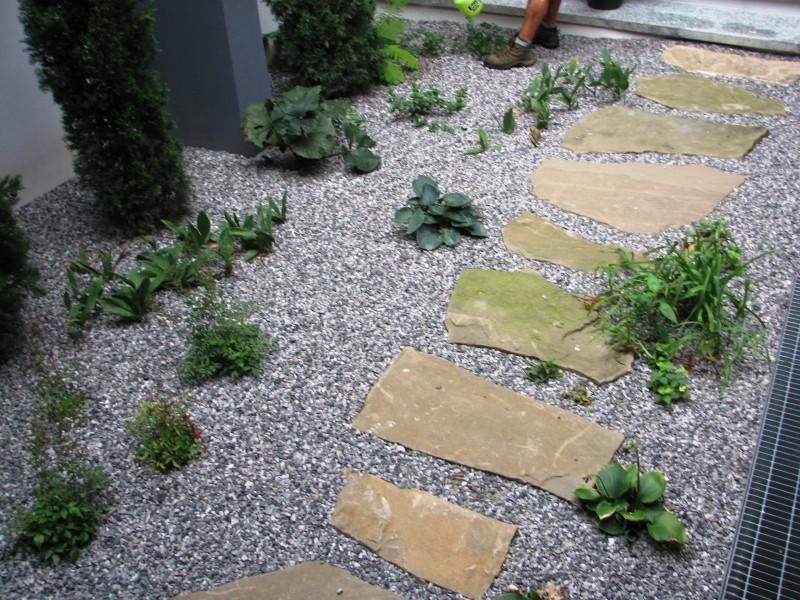 I nostri lavori per muri di contenimento e sostegno for Giardini decorati con sassi