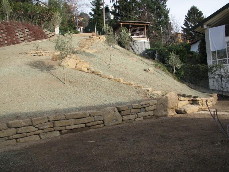I nostri lavori per giardini aiuole erbacee perenni tappeti erbosi muretti in pietra a secco - Scale per giardini ...